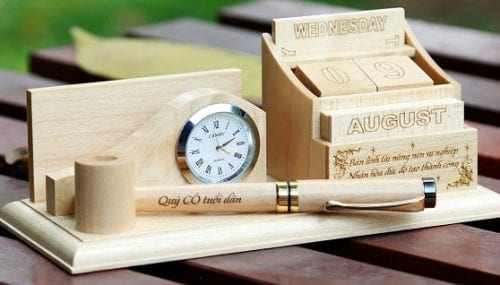 Bút gỗ khắc tên món quà ý nghĩa chân thành mà giá rẻ