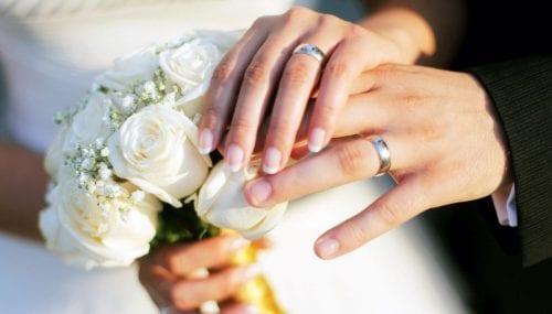 Những ý tưởng khắc tên trên nhẫn cưới